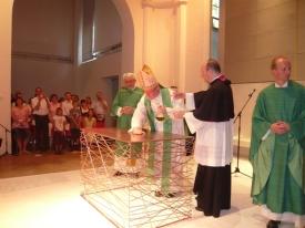 Cardinal Marx bizarre altar