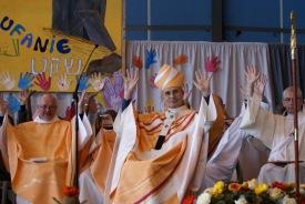 dancing priests vatican 2