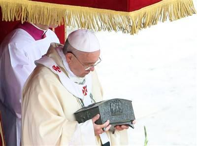 pope francis holding peter relics
